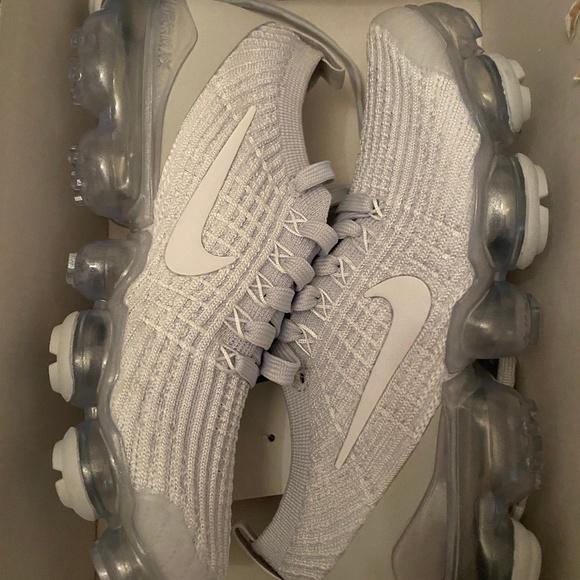 Nike White Vapourmax Flyknit 3 Sneakers